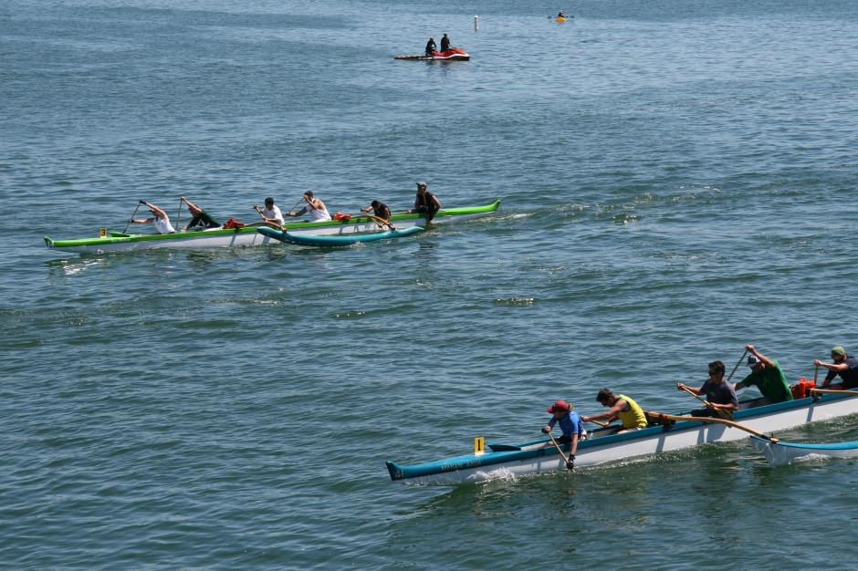 outrigger racers