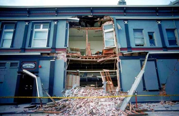 collapsed building after Loma Prieta earthquake